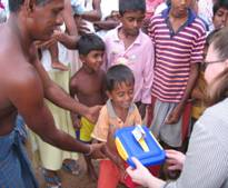 Over 200 boxes were collected and delivered to children in Sri Lankan tsunami refugee camps